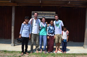 Manu, Gabrielle, myself and the two teachers in front of Bossompor Primary School. (Photo credit: Manuel de Lacalle)