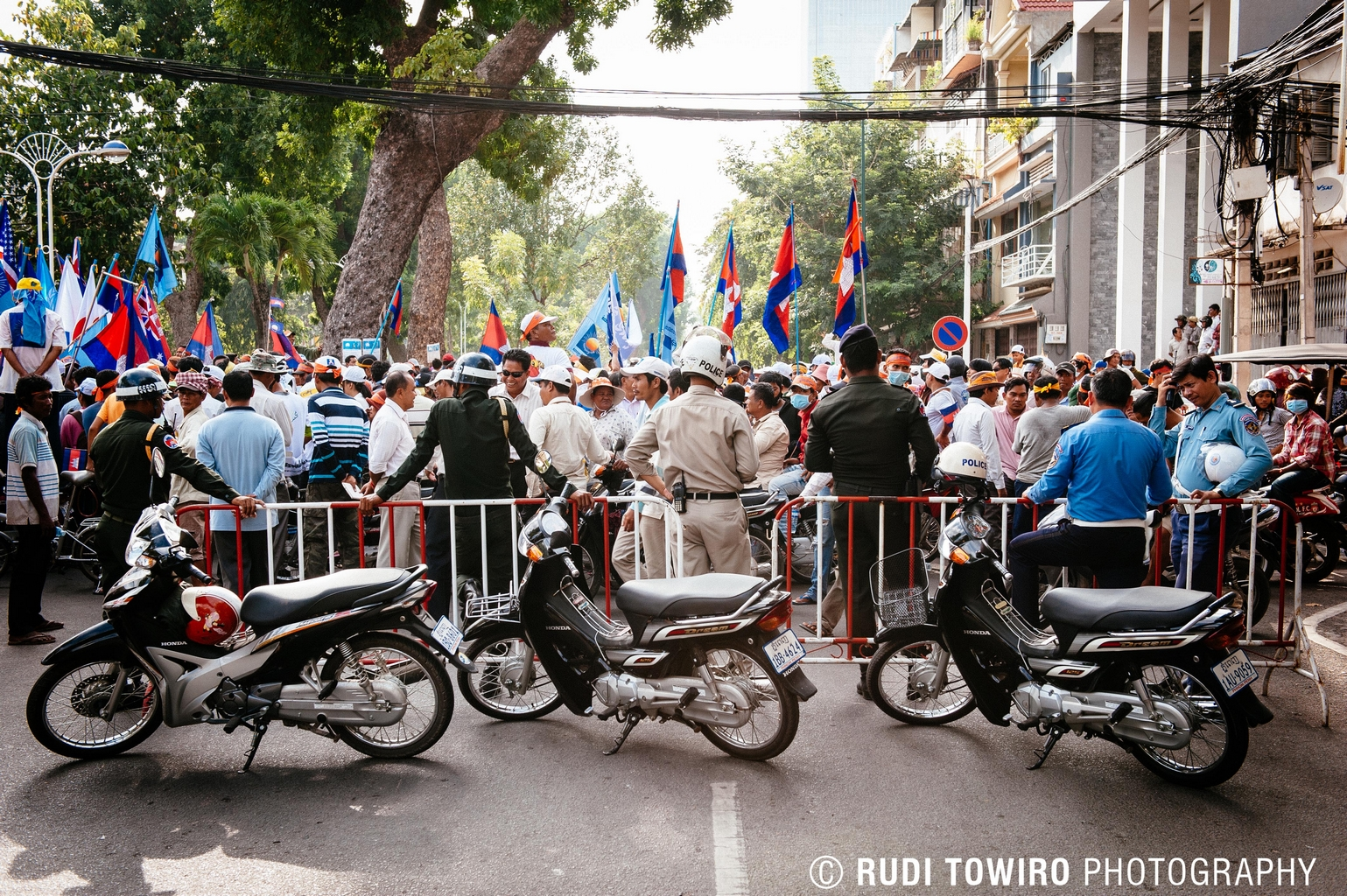 CNRP Peaceful Protest monitored by the Law Enforcement Authorities - 23 October 2013 - Photo: Rudi Towiro Photography